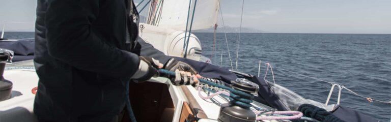 Descubre cómo se realiza el fondeo en un barco