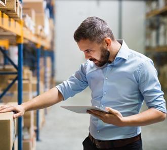Estudiar el máster en almacenamiento y gestión de materias primas te formará para trabajar con productos como la leche